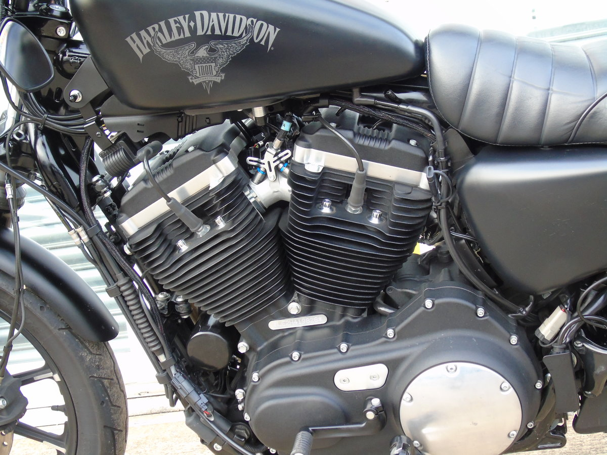 2017 Harley-Davidson XL 883 N Iron Only 6,000 Miles Keyless Start For Sale (picture 9 of 12)