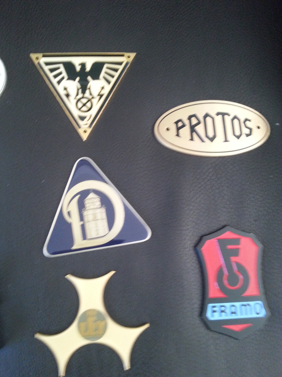 Collection 43 Radiator Badges For Sale (picture 3 of 6)