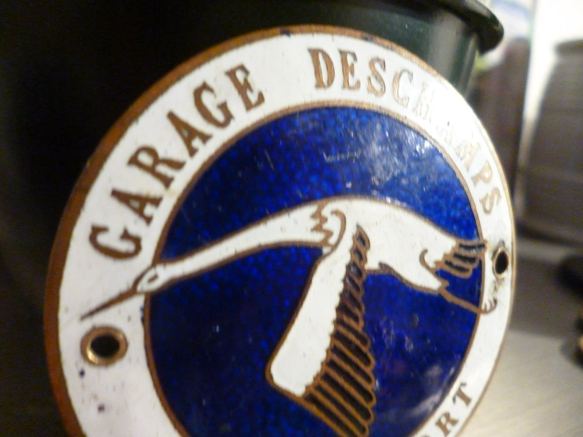 Dealer grille badge rare For Sale (picture 3 of 5)