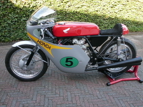 1964 Honda rc162rr 250cc 4 cyl.replica r.bryans SOLD (picture 1 of 6)