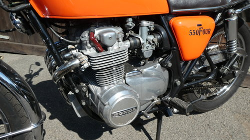 1976 HONDA 550/4 F1 SUPERSPORT WITH JUST 6200 MILES FROM NEW SOLD (picture 5 of 6)