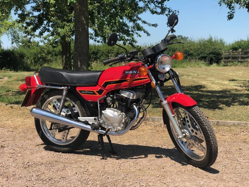Honda CB 125 Twin 1977. Classic Japanese Motorcycle SOLD (picture 2 of 6)