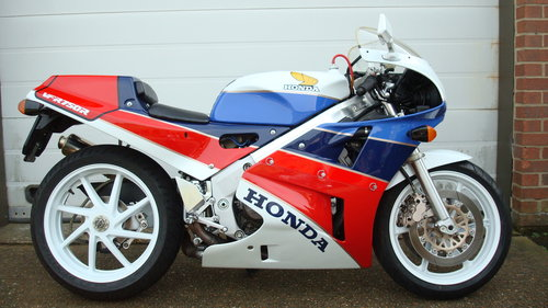 Honda VFR 750R RC30 1990-G ***4542 MILES*** For Sale (picture 1 of 6)