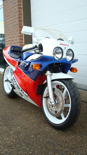 Honda VFR 750R RC30 1990-G ***4542 MILES*** For Sale (picture 2 of 6)