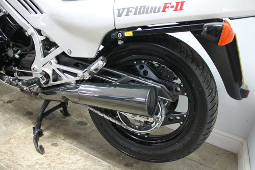 1985 Classic Rare Honda VF1000F2 Bol D'or Only 14,000 miles  SOLD (picture 2 of 6)