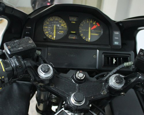 1985 Classic Rare Honda VF1000F2 Bol D'or Only 14,000 miles  SOLD (picture 4 of 6)