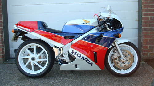 Honda VFR 750R RC30 1988-E **YOSHIMURA** For Sale (picture 1 of 6)