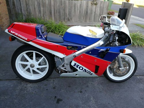 1988 VFR750R RC30 For Sale (picture 1 of 6)