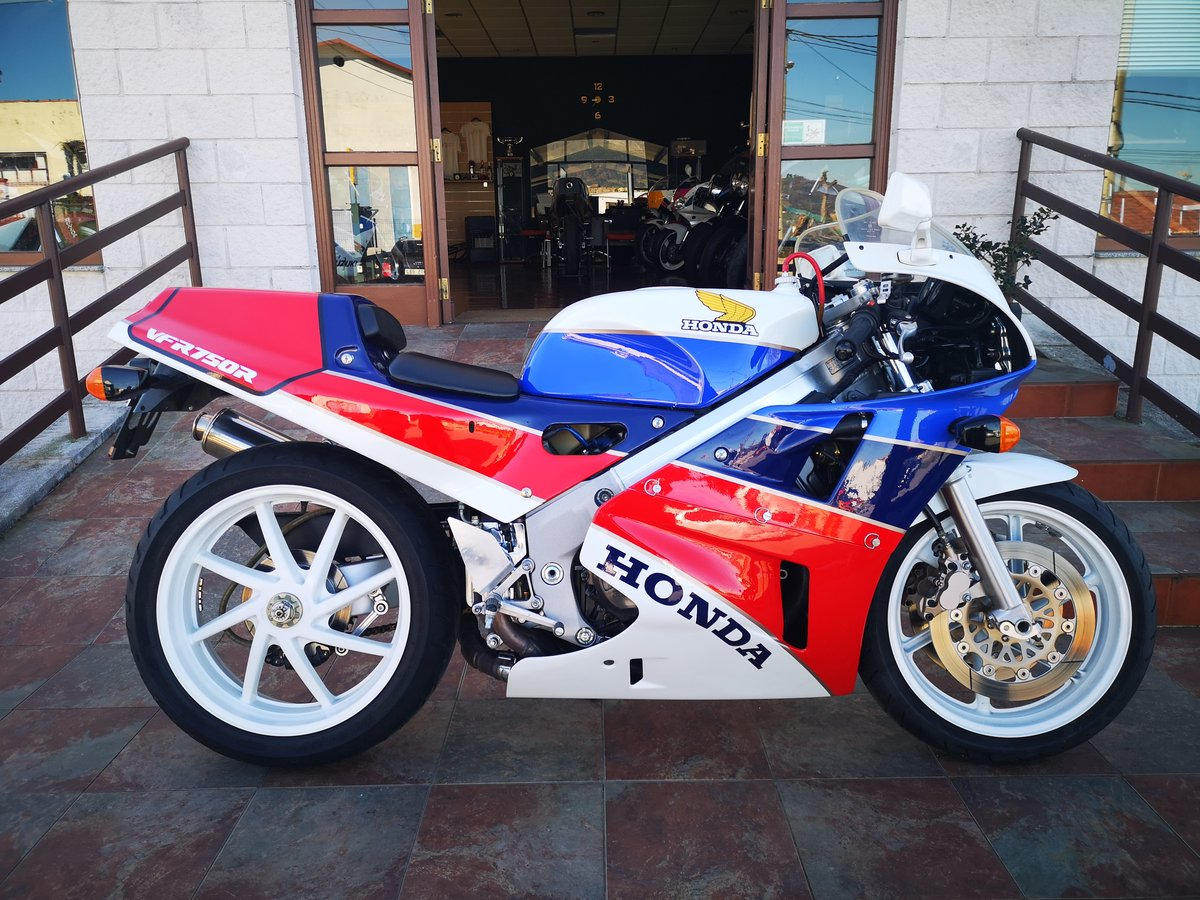 1988 Honda VFR750 RC30 For Sale (picture 1 of 6)