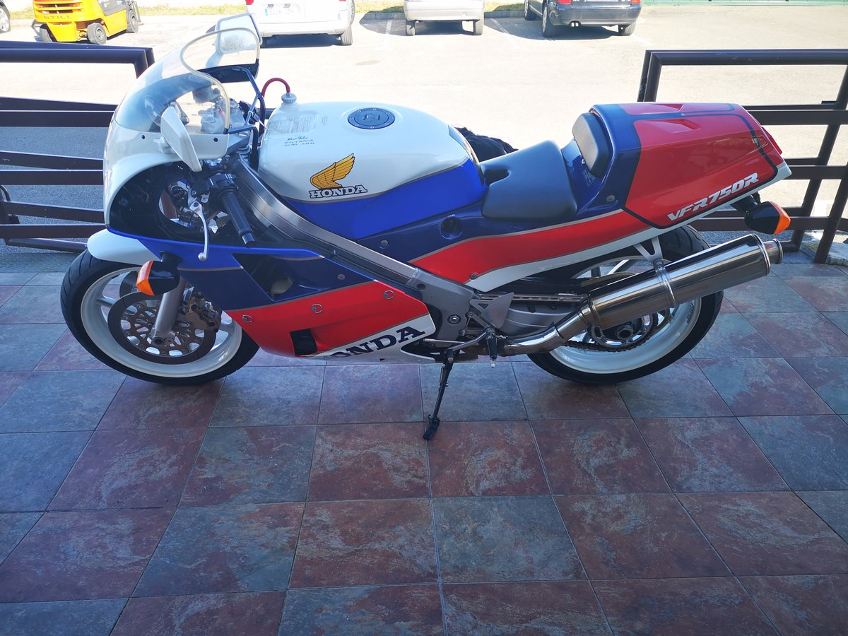 1988 Honda VFR750 RC30 For Sale (picture 2 of 6)