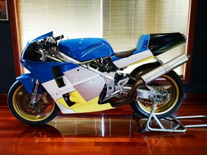 1990 Moriwaki VX7 RC30