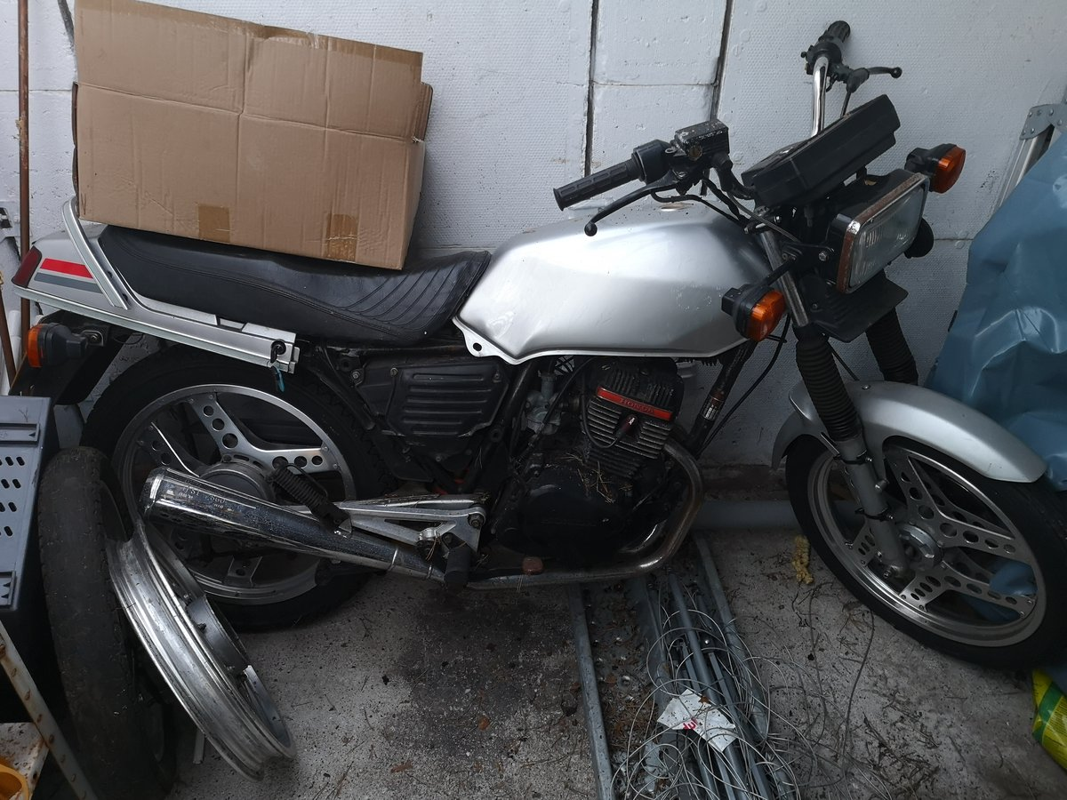 1982 Honda Cb125t Superdream And A Load Of Spare Parts For