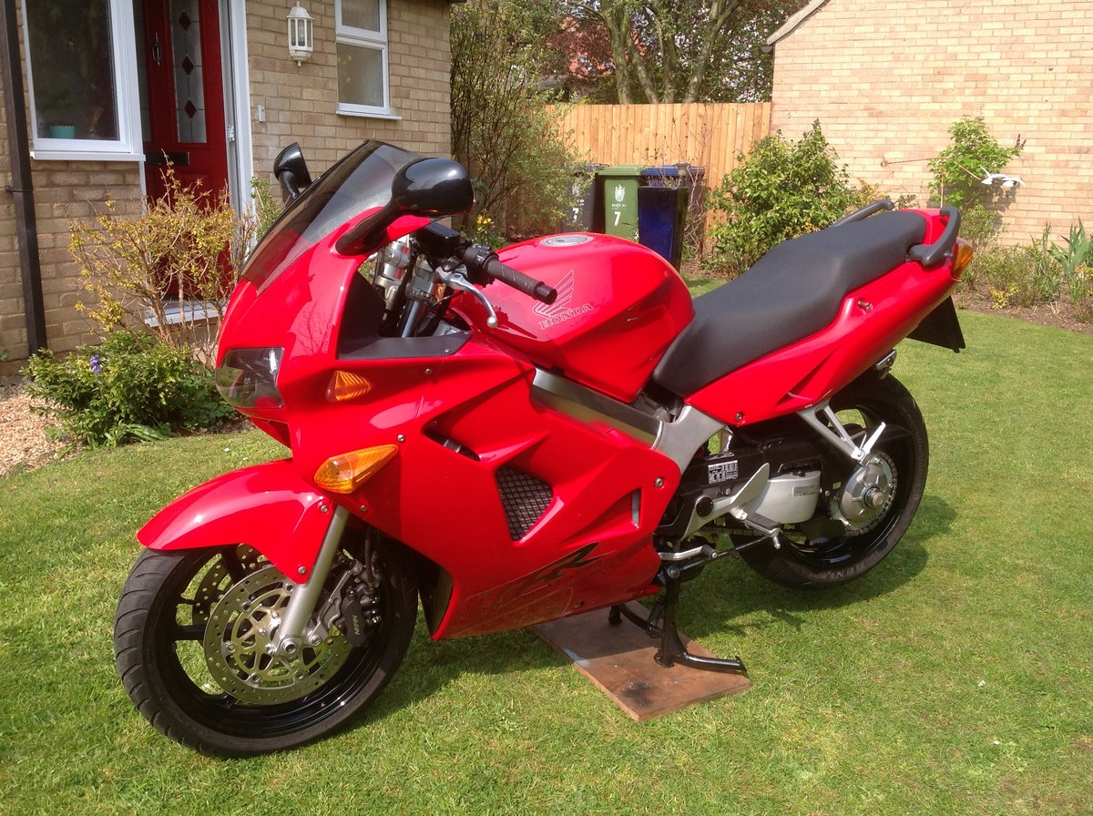 1998 Honda VFR 800 fiw 1,788 miles only  SOLD (picture 1 of 6)