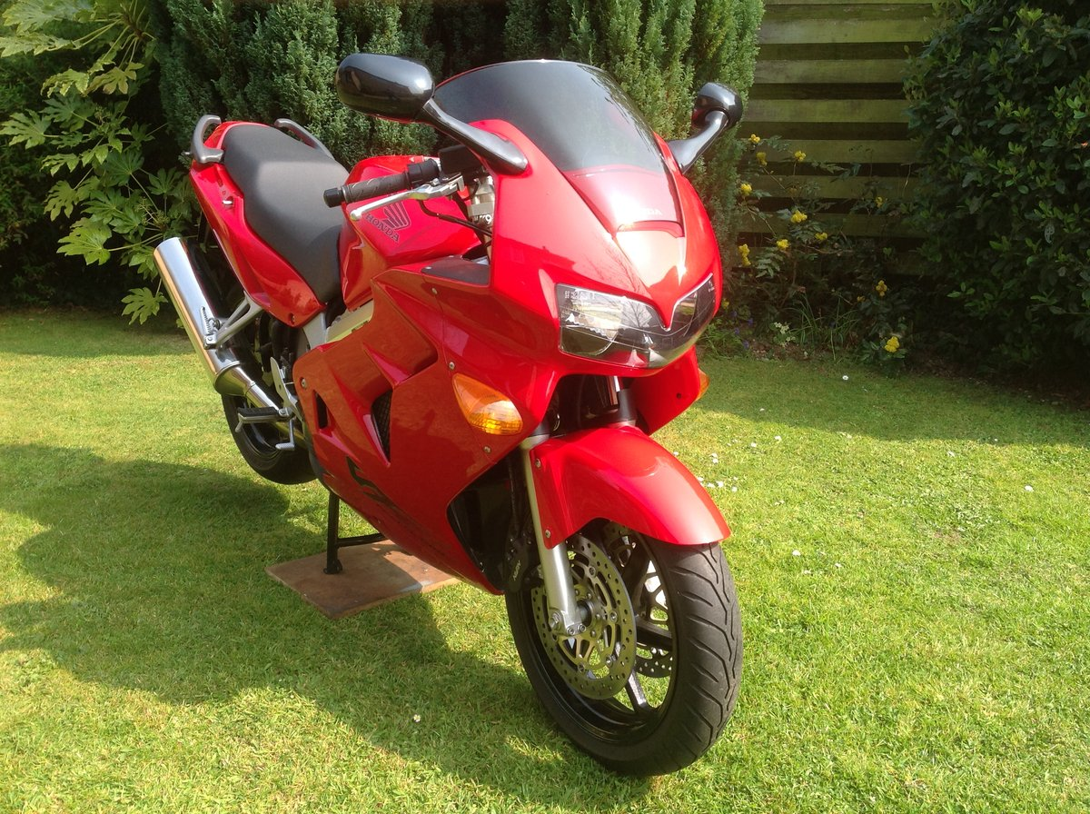 1998 Honda VFR 800 fiw 1,788 miles only  SOLD (picture 2 of 6)