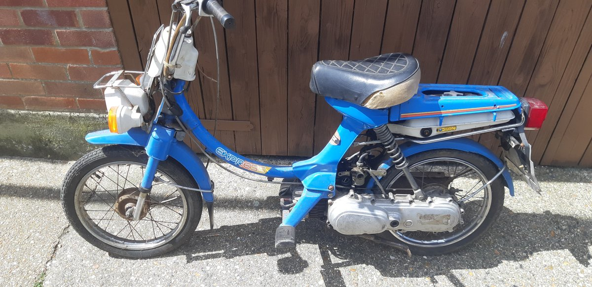 1980 Honda Express 50cc Classic twist and go 2 stroke moped For Sale (picture 2 of 5)