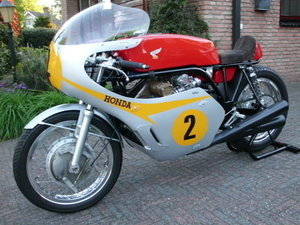 1967 Honda rc-181 replica mike hailwood. For Sale