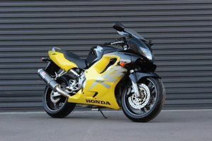 2000 HONDA CBR 600 F ULTIMA LIGHT SUPER SPORTS For Sale by Auction