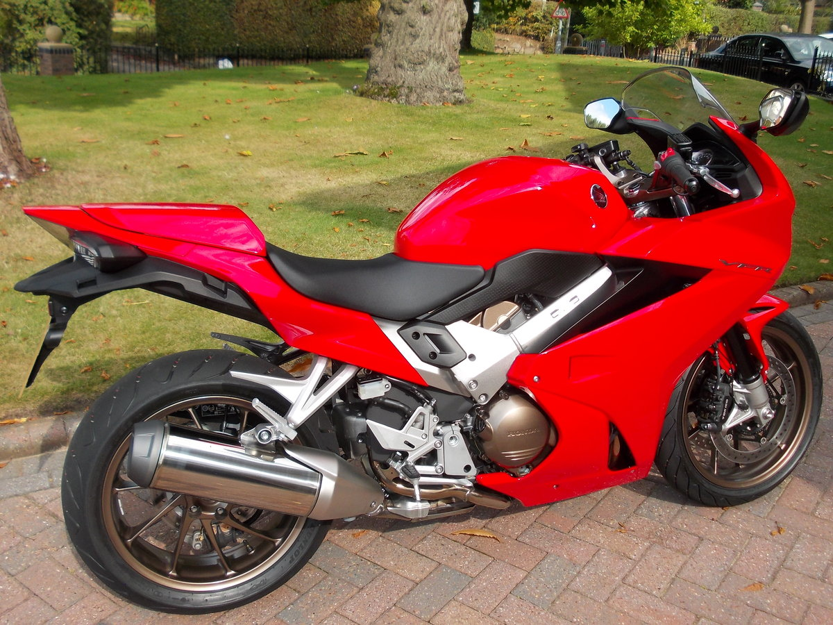 2014 HONDA VFR800F.STUNNING.ONE OWNER.FSH.£5475 For Sale (picture 1 of 6)