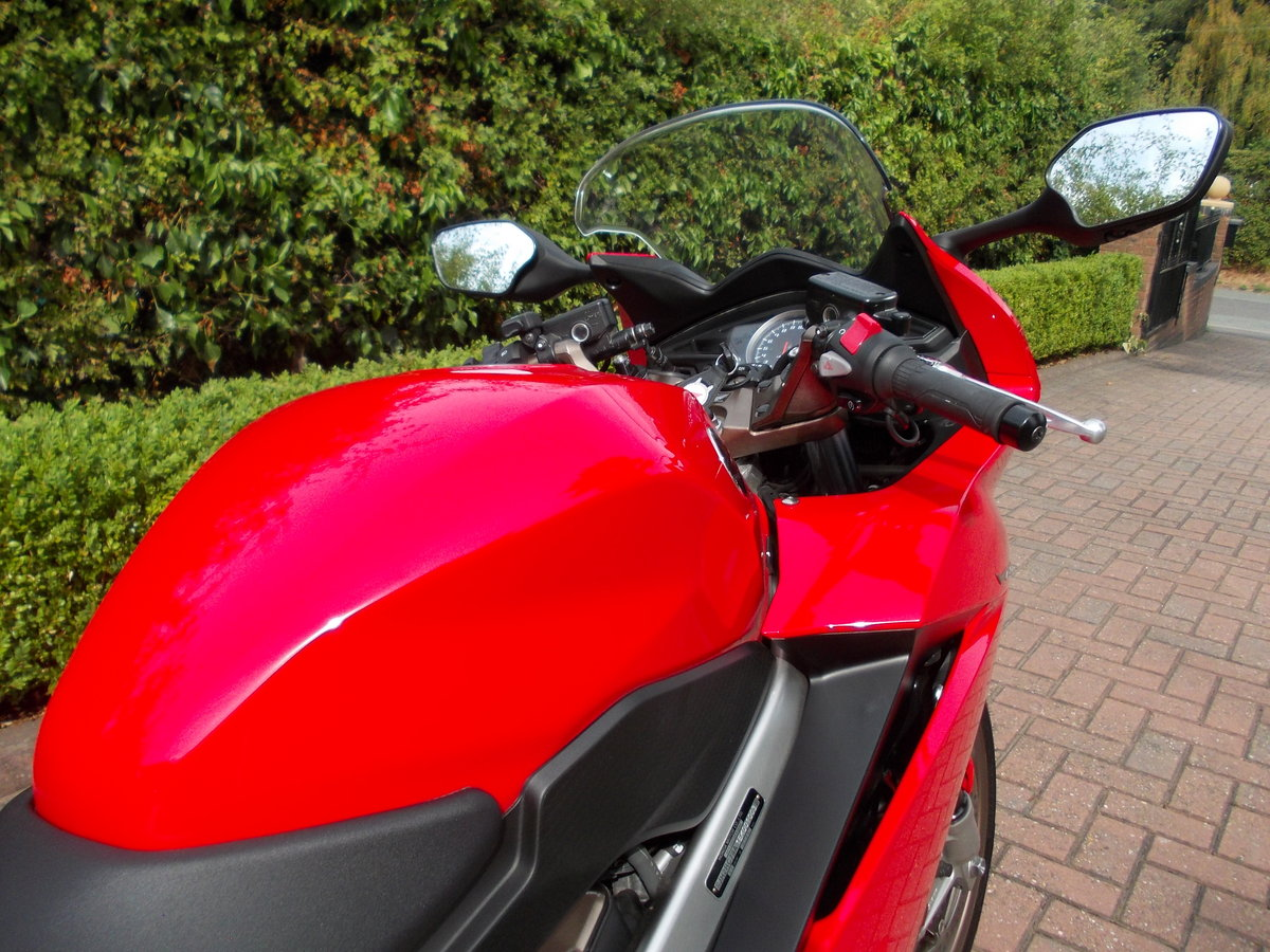 2014 HONDA VFR800F.STUNNING.ONE OWNER.FSH.£5475 For Sale (picture 2 of 6)