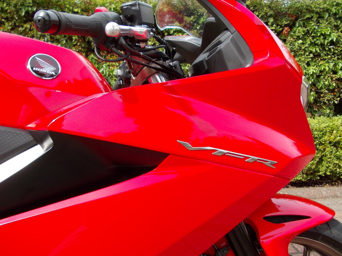 2014 HONDA VFR800F.STUNNING.ONE OWNER.FSH.£5475 For Sale (picture 3 of 6)