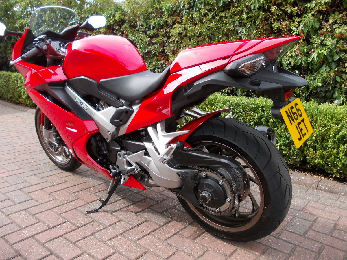2014 HONDA VFR800F.STUNNING.ONE OWNER.FSH.£5475 For Sale (picture 4 of 6)