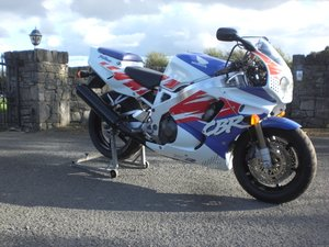 Honda CBR 900 Fireblade RRN  White/Red/Blue 1992