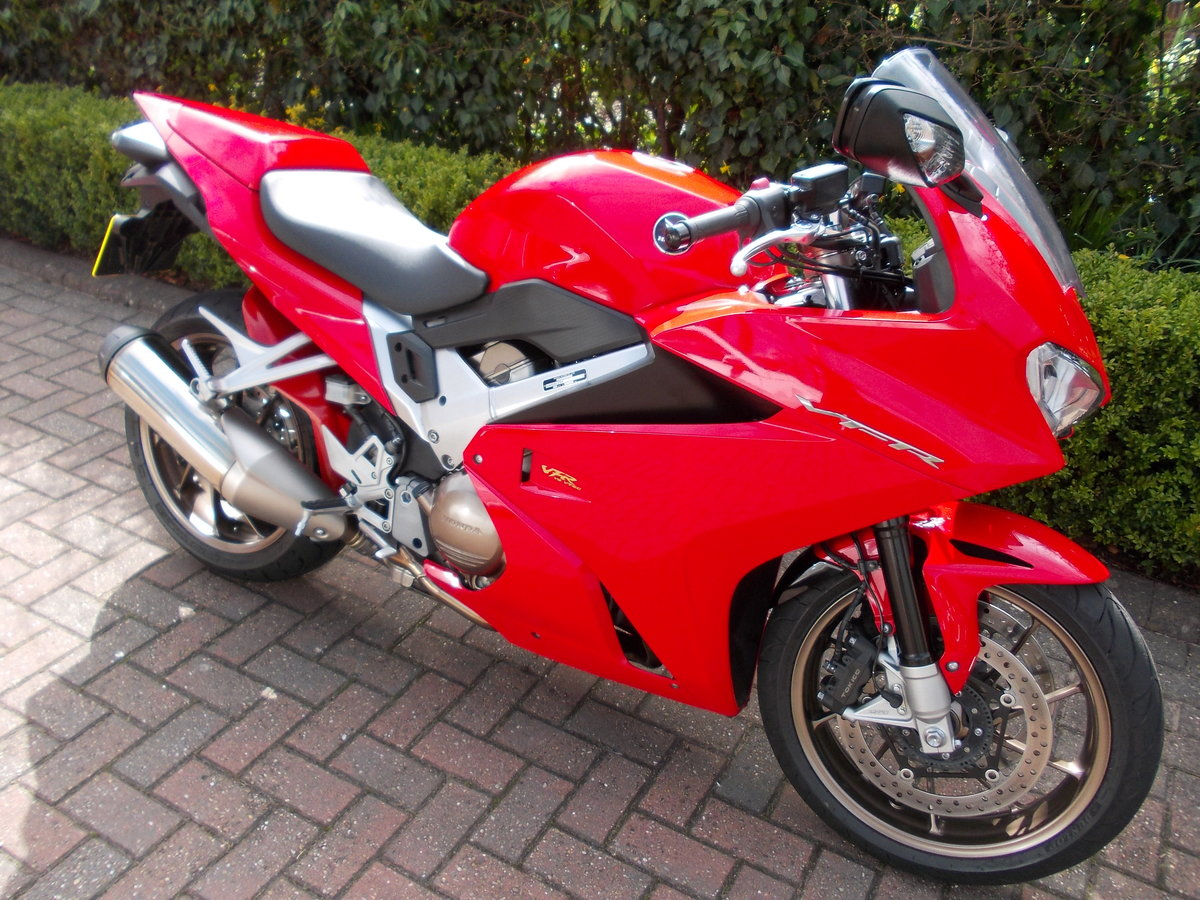 2014 HONDA VFR800F.STUNNING.ONE OWNER.FSH.£5475 For Sale (picture 6 of 6)