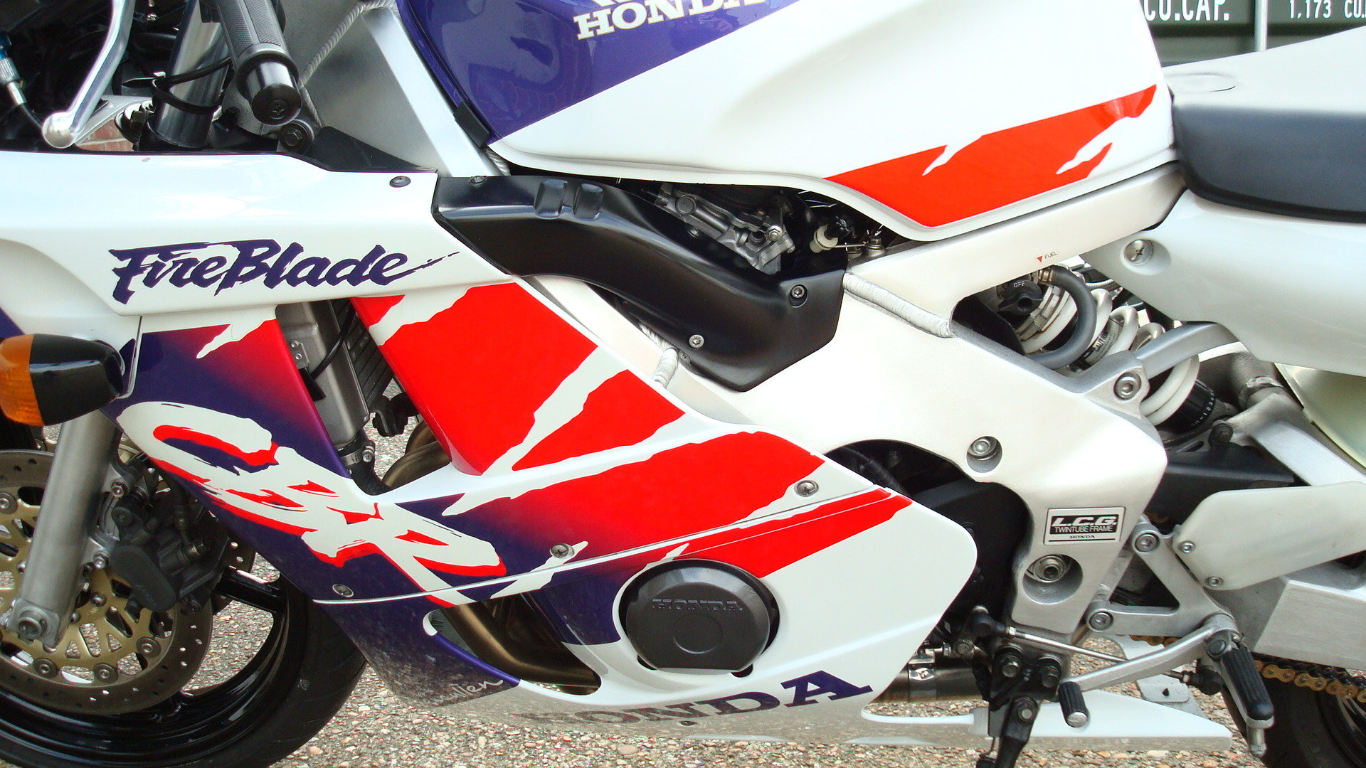 1997 Honda CBR400 RR-R **MINT UN-RESTORED** SOLD (picture 5 of 6)