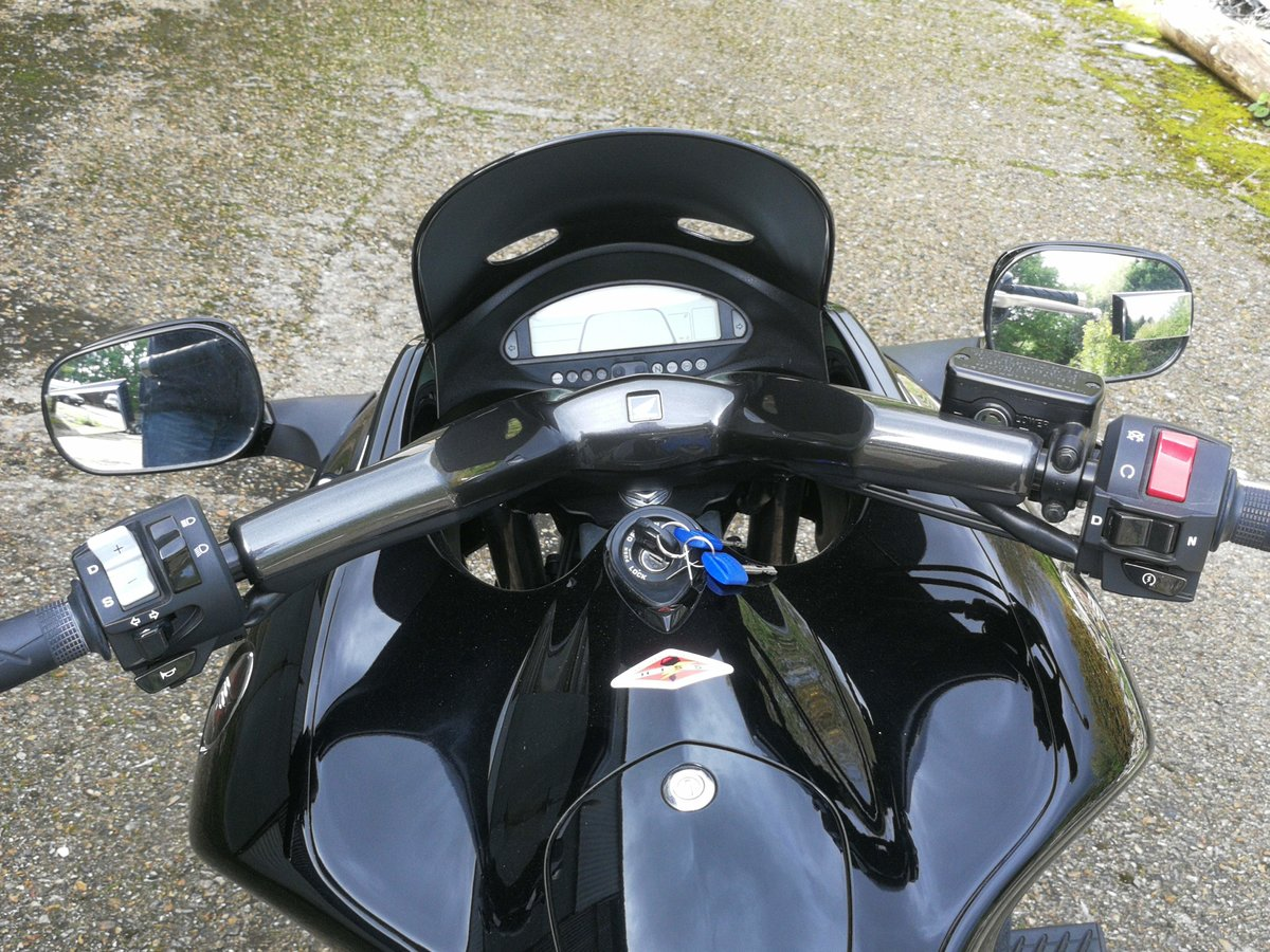 2010 Honda DN-01 as new only 3000mls For Sale (picture 4 of 6)
