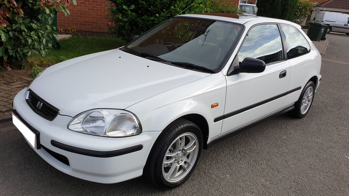 1998 Honda civic in white immaculate  SOLD (picture 1 of 6)