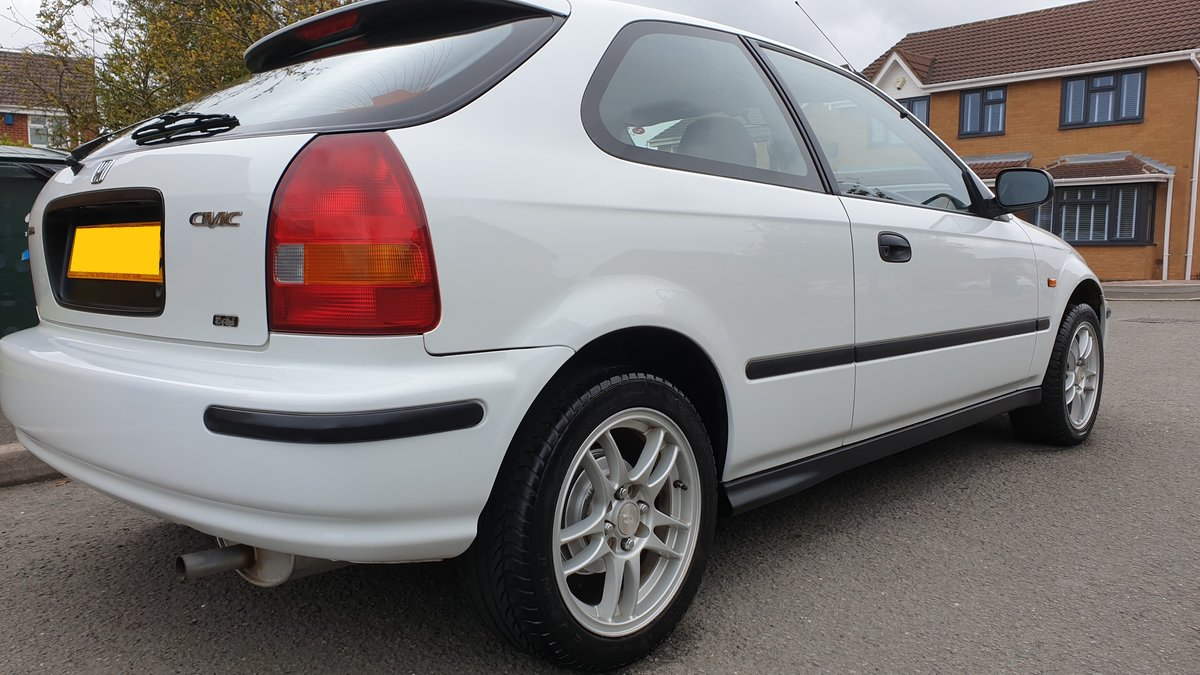1998 Honda civic in white immaculate  SOLD (picture 3 of 6)