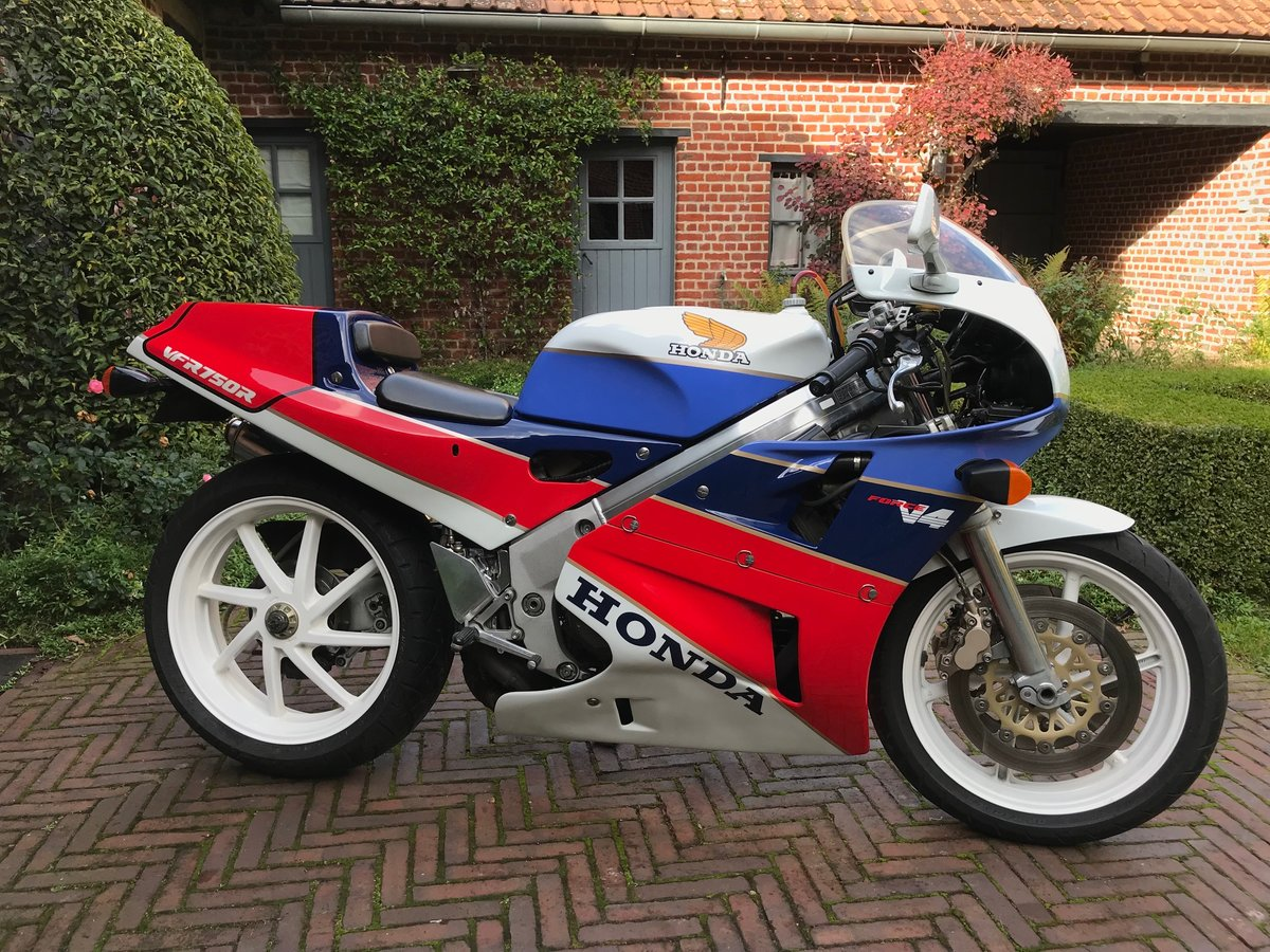 1988 Honda RC 30 For Sale (picture 1 of 6)