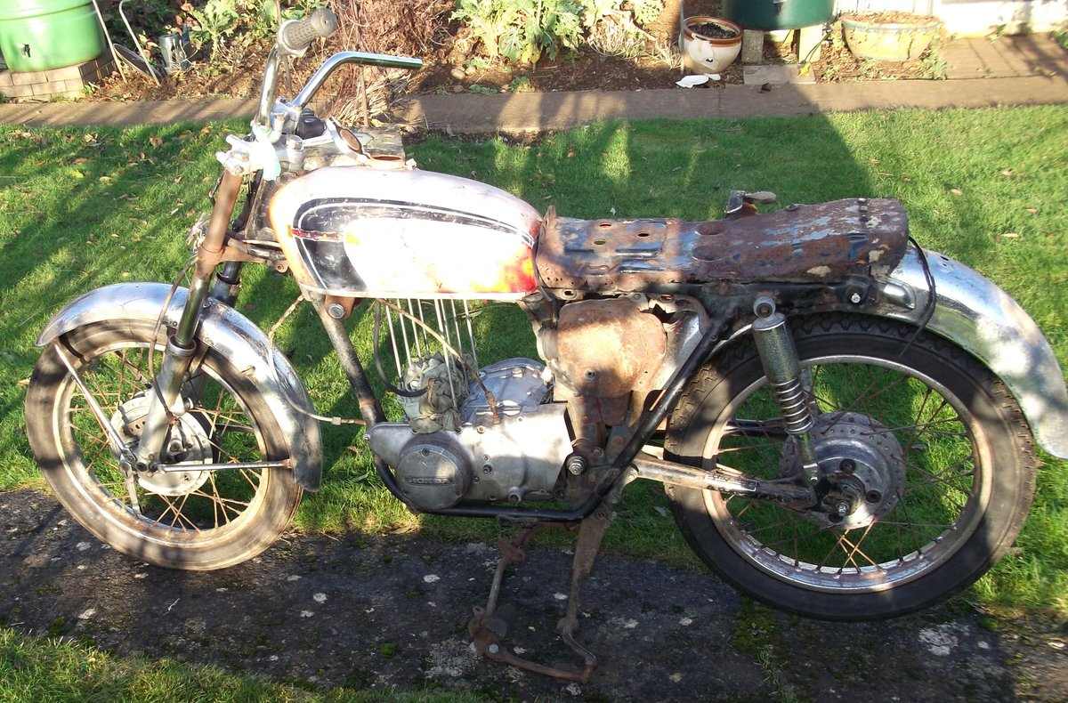 1971 Honda CB350 k4 Project - spares repairs Barn For Sale (picture 2 of 6)