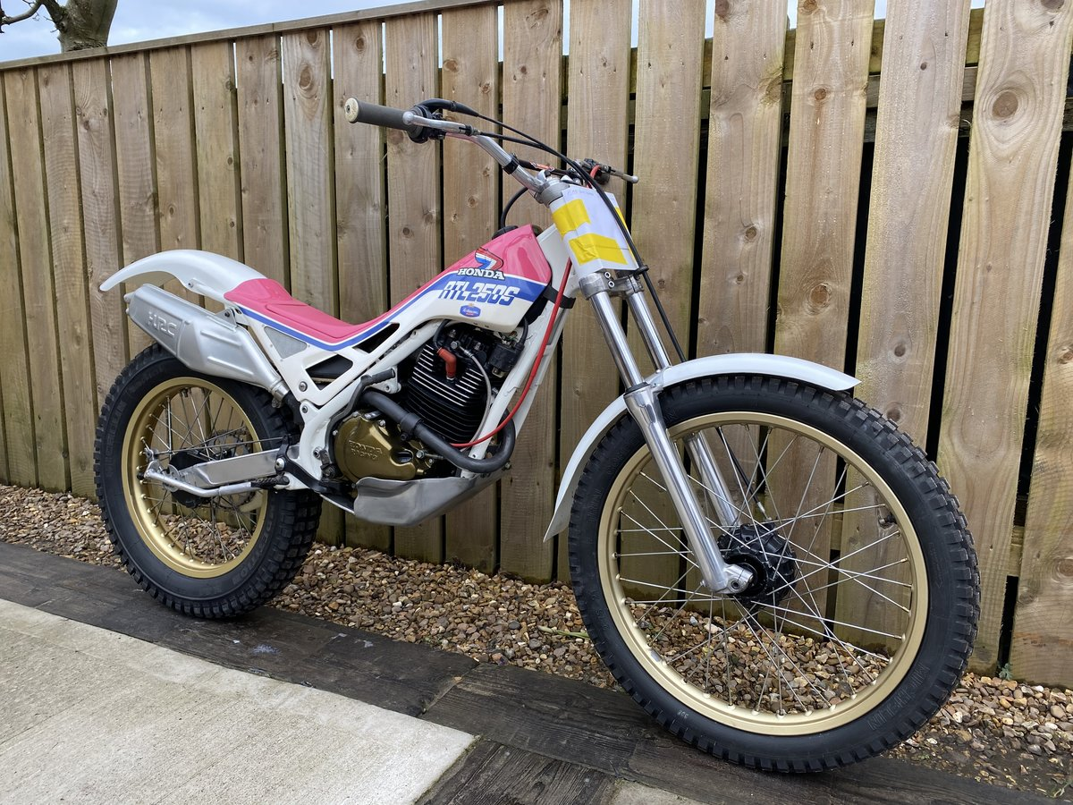 1988 HONDA RTL 250 TRIALS VERY RARE BIKE BEST EVER! £5995 OFFERS  For Sale (picture 2 of 5)