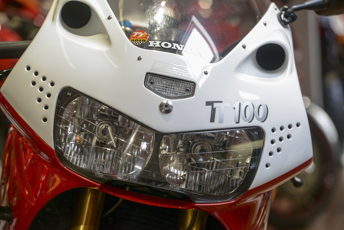 1999 Honda CBR900RR Russell Savoury built TT100 Evo-Blade. NO: 19 For Sale (picture 5 of 6)