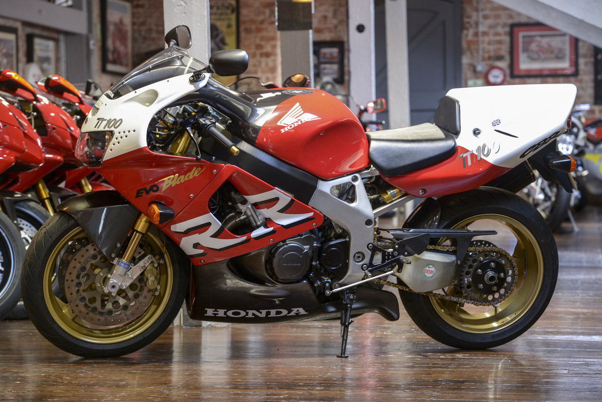 1999 Honda CBR900RR Russell Savoury built TT100 Evo-Blade. NO: 19 For Sale (picture 6 of 6)