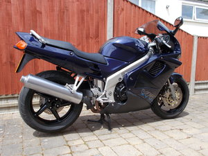 HONDA VFR750 FV RC36   6800 MILES FROM NEW