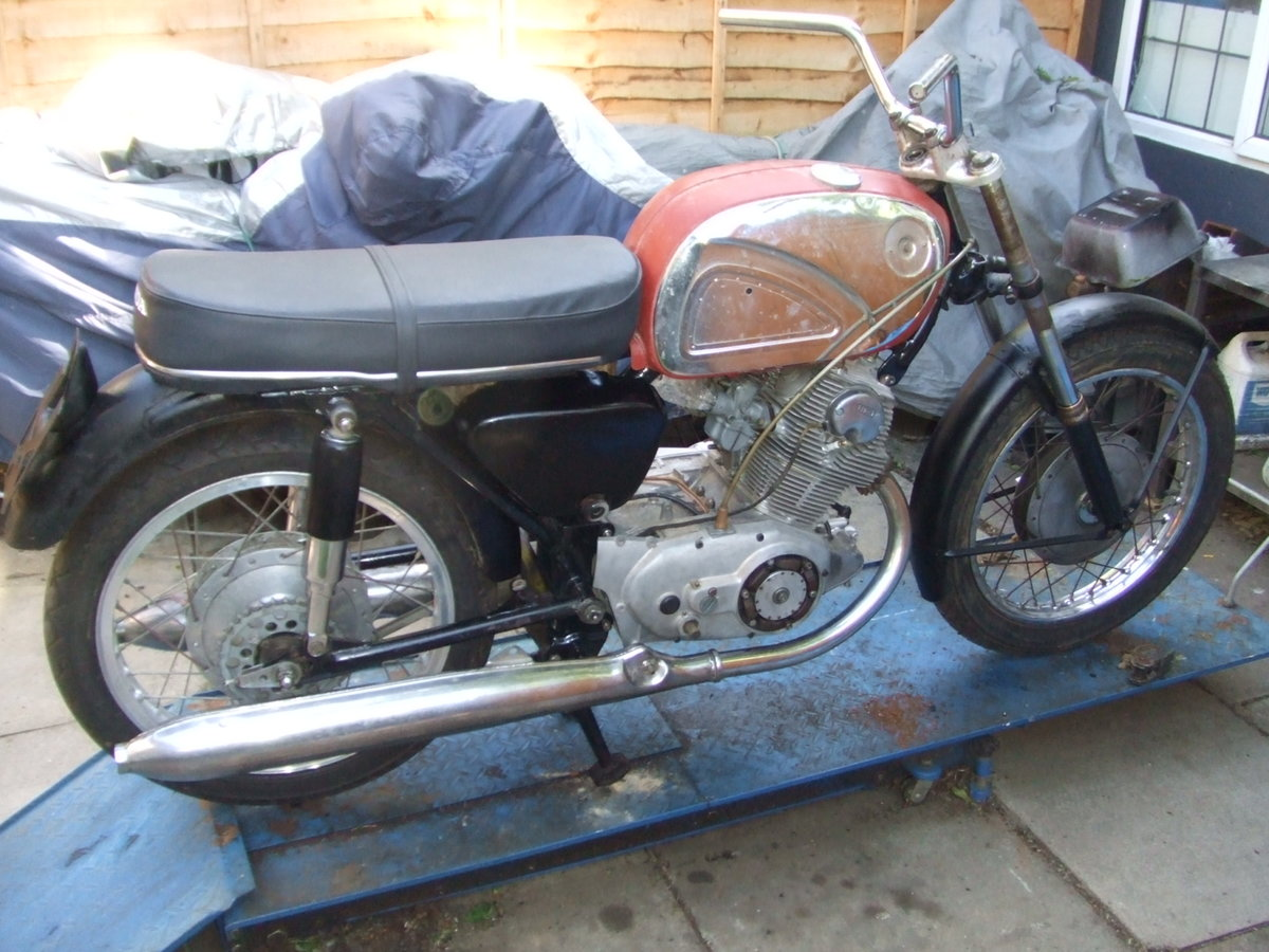 1964 Job-lot Honda CB72 parts, enough to build 2+ bikes For Sale (picture 3 of 6)