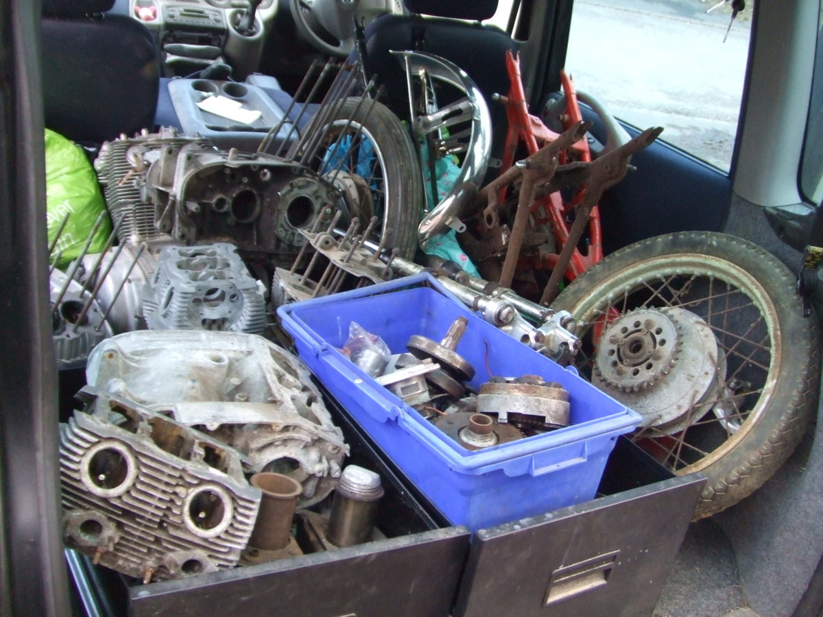 1964 Job-lot Honda CB72 parts, enough to build 2+ bikes For Sale (picture 4 of 6)
