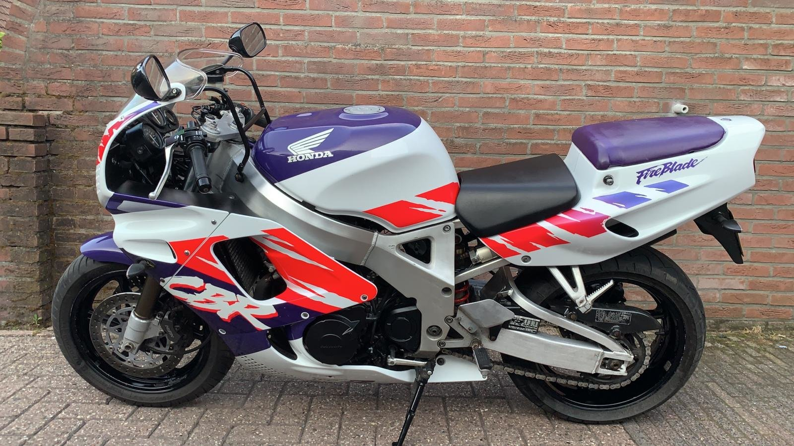 Honda Fireblade firste series 1993 For Sale (picture 1 of 6)