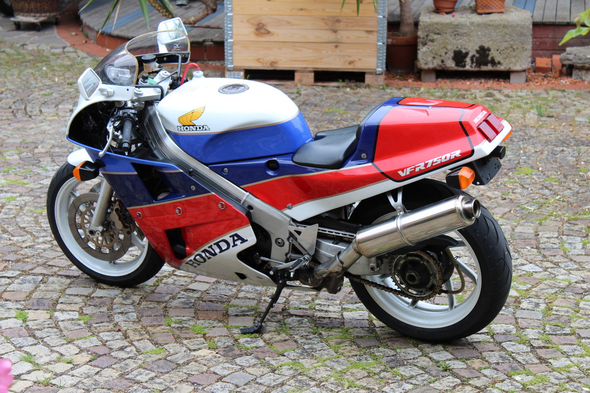 1988 Honda VFR 750 R  RC 30 For Sale (picture 1 of 6)