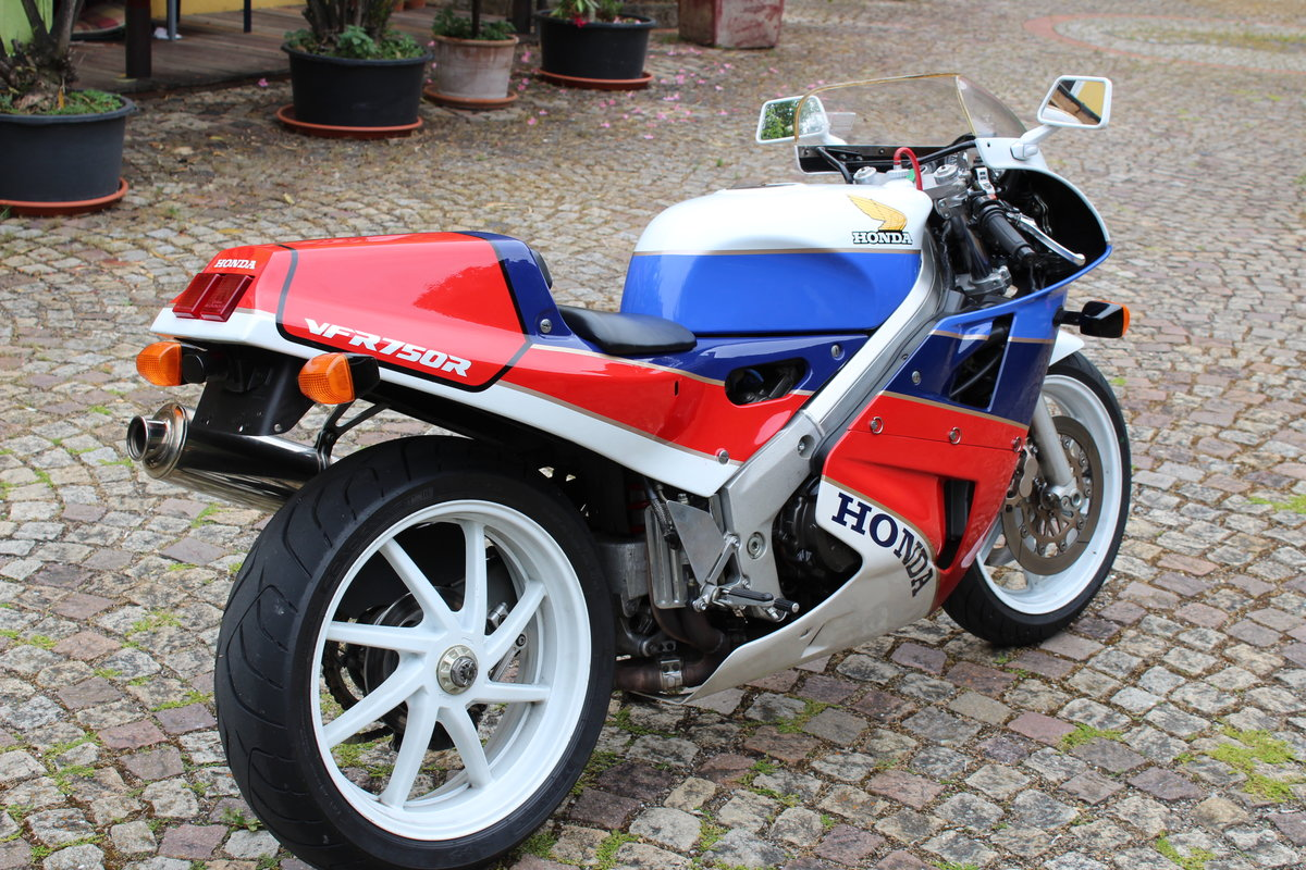 1988 Honda VFR 750 R  RC 30 For Sale (picture 4 of 6)