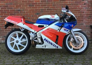 1990 HONDA VFR400R TYPE NC30 (LOT 461)