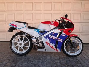 Picture of 1994 Honda VFR400 NC30