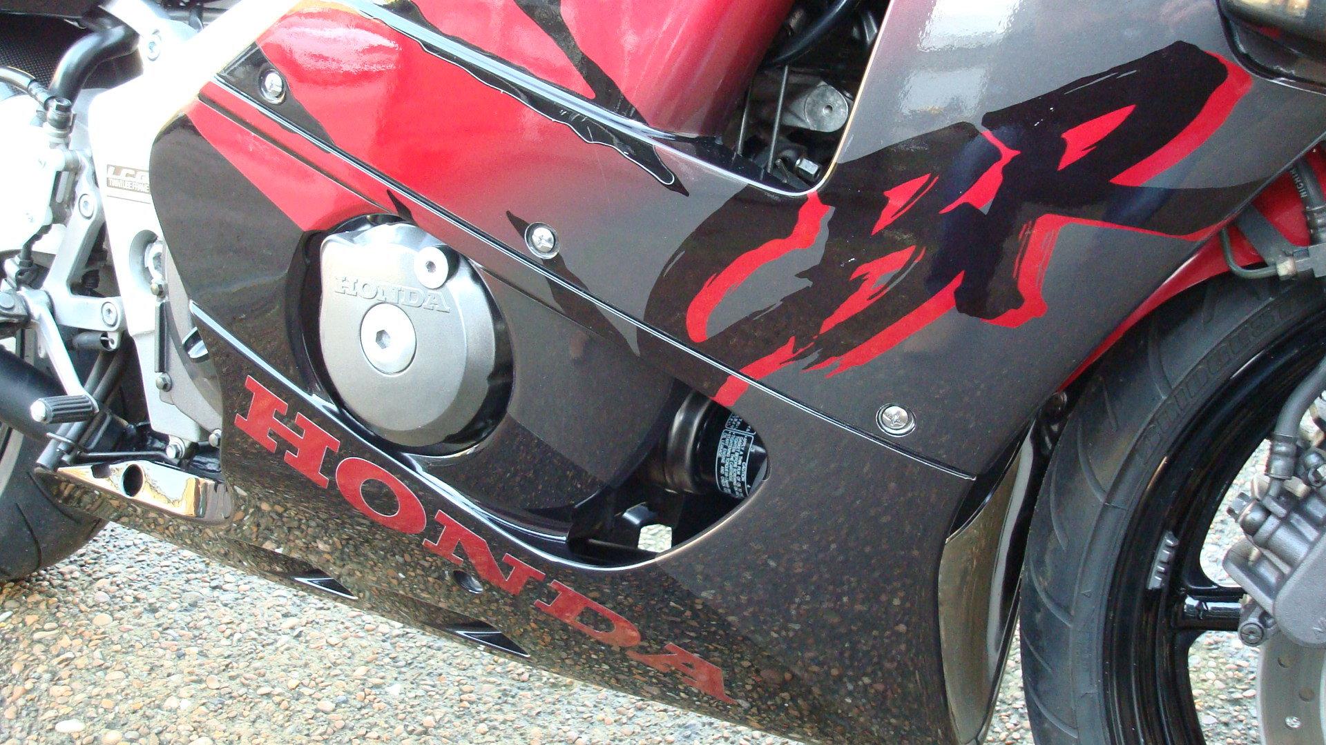 Honda CBR400 RR-R 1998-R **LOW KMS,EXCELLENT CONDITION** For Sale (picture 4 of 6)