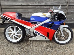 Honda RC30 Real Deal - UK BIKE-Original 1473 Miles