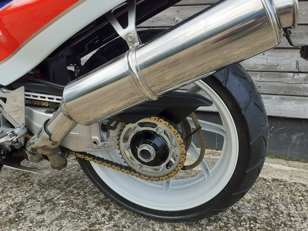 1989 Honda RC30 Real Deal - UK BIKE-Original 1473 Miles For Sale (picture 2 of 6)