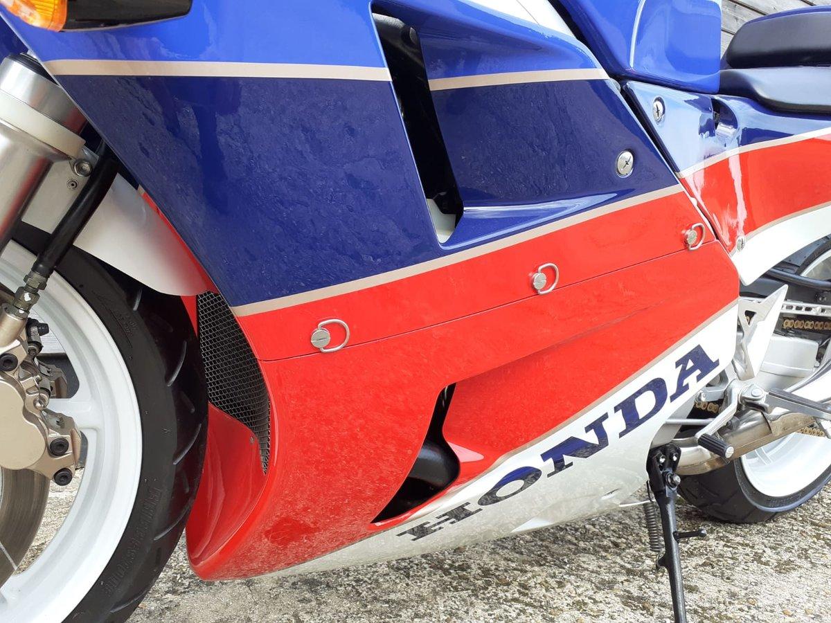 1989 Honda RC30 Real Deal - UK BIKE-Original 1473 Miles For Sale (picture 4 of 6)