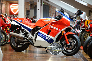 Picture of 1985 Honda VF1000RE Signed by John Mcguinness and Jim Redman For Sale