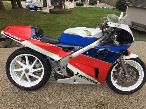 1988 RC30 UK bike SOLD (picture 1 of 6)
